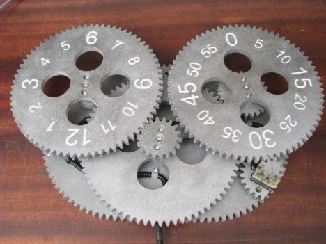 gear_clock_wooden